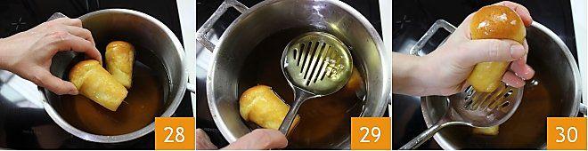 https://ricette.giallozafferano.it/images/ricette/0/18/Baba_rum_Seq10.jpg