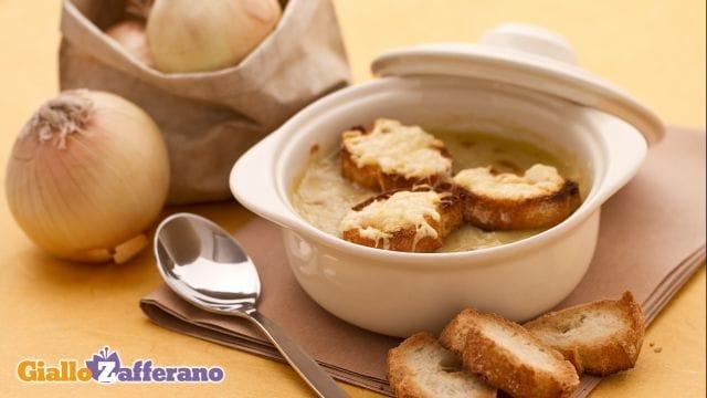 Zuppa di cipolle gratinata