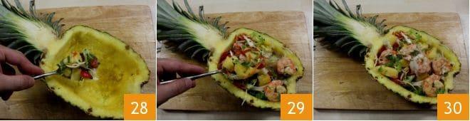 Insalata con gamberi nell'ananas
