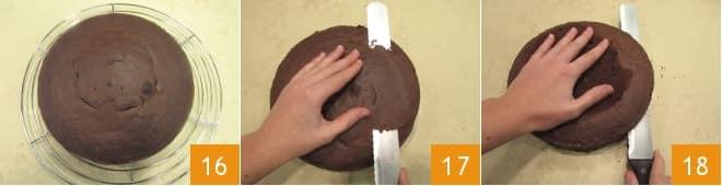 Torta a piani al cioccolato con panna e frutti di bosco