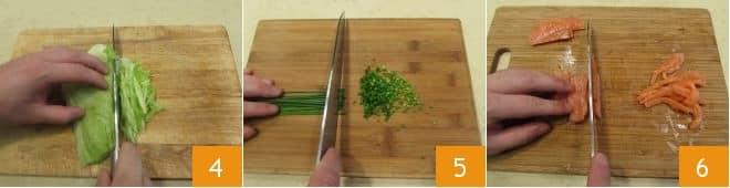 Йогуртный салат с лососем и креветками