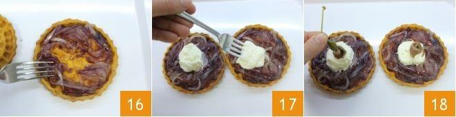 Tartellette con cipolle caramellate e stracciatella