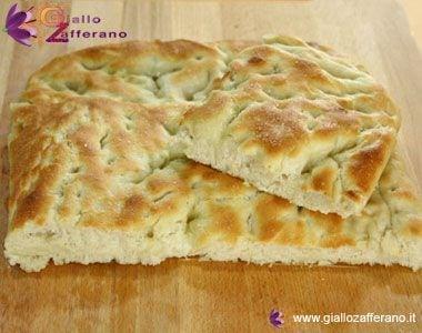 http://ricette.giallozafferano.it/images/ricette/focaccia_380m.jpg